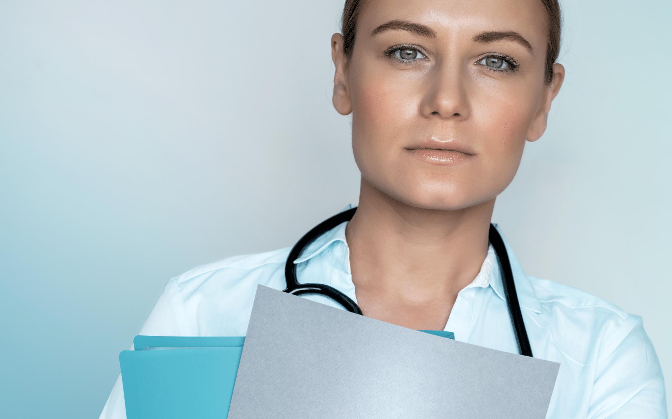 Frau im Labor. Pharmamarketing